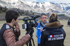 Equipe technique DICOM durant une interview lors du crash aérien de la Germanwings © MI/SG/DICOM/F. Pellier