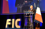 Photo de Bernard Cazeneuve au FIC 2016